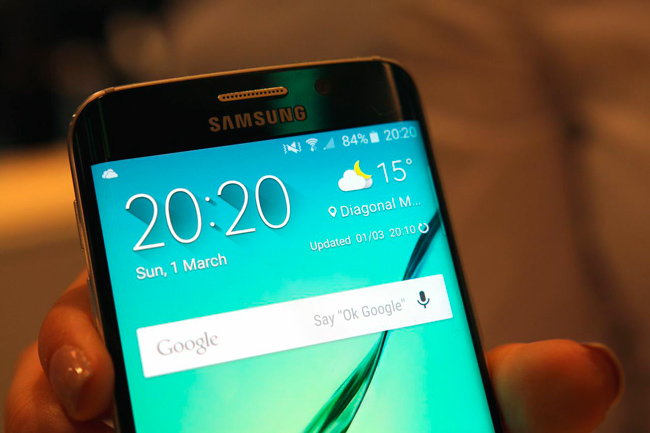 Samsung Galaxy S6 edge curved screen
